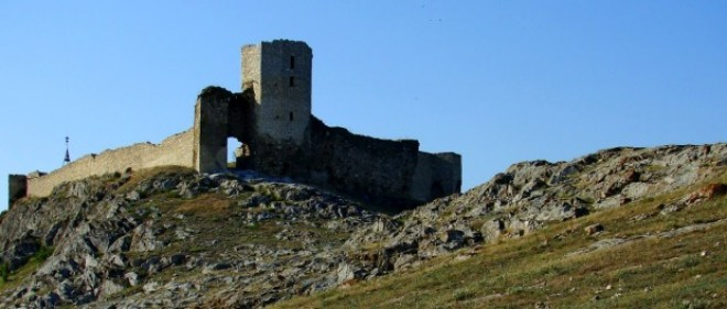 Cetatea Enisala, singura cetate medievală din Dobrogea, construită pe locul unei cetăți geto-dacice