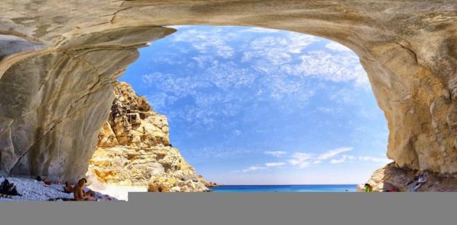 Misterioasa insulă unde viața durează mai bine de 100 de ani e la doi pași de România!