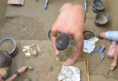 Descoperire remarcabilă la Poiana Cireșului, acum 4 zile – Un colier vechi de… 31.000 de ani. Imagini în premieră