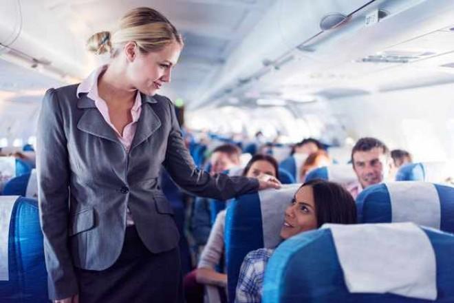 """Pilotul unei companii aeriene răspunde întrebărilor celor cu frică de zbor: """"Este mai sigur să zbori ziua sau noaptea?"""""""