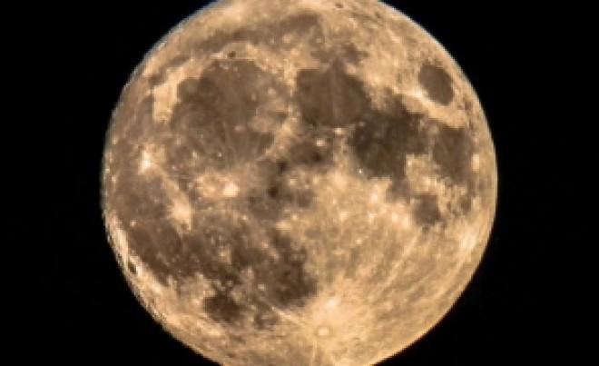 Un cercetător rus publică imagini cu un oraș al NASA care s-ar afla pe Lună/VIDEO