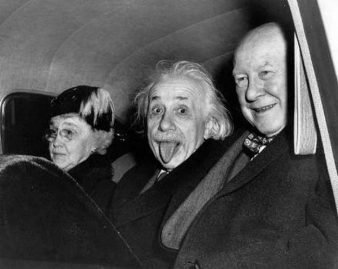 La ce preț s-a vândut celebra fotografie în care Einstein scoate limba