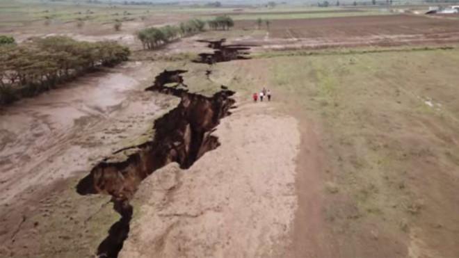 Africa se rupe în două. Se schimbă harta lumii!