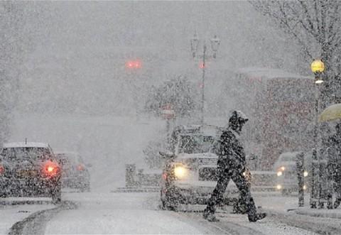Schimbare RADICALĂ a vremii: a căzut prima ninsoare din acest an!