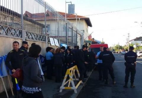 Protest in fata Penitenciarului Ploiesti. Ce vor angajatii