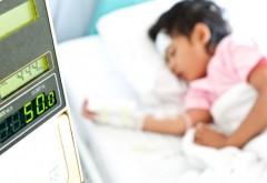 """Scrisoare deschisa a părinţilor unui băieţel de doi ani răpus de meningită: """"La Sinaia, analizele pe secţii se fac doar dimineaţa"""""""