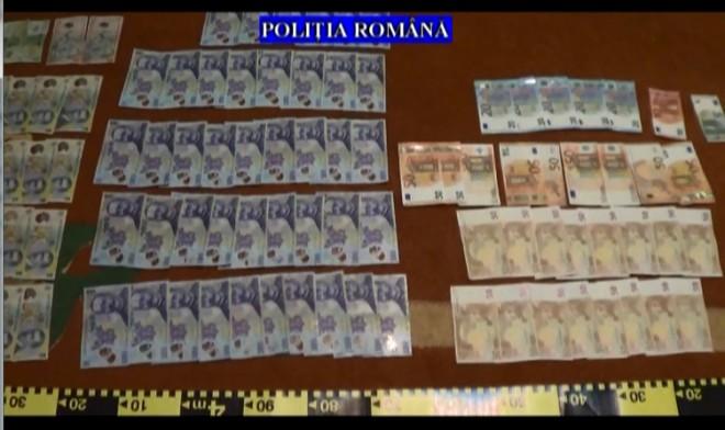 Bani, arme si alte bunuri, gasite in caseele proxenetilor din Ploiesti. VIDEO de la percheztiile mascatilor