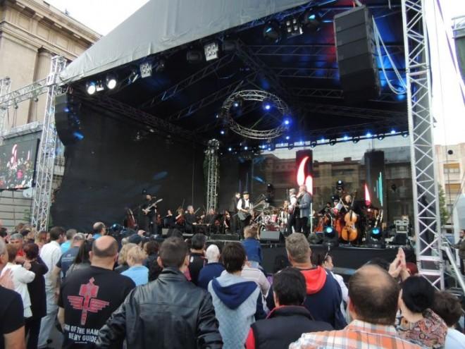 Circ si paine: Primaria plateste 24.000 de euro pentru INCHIRIEREA unei scene pentru concertele sa sarbatori
