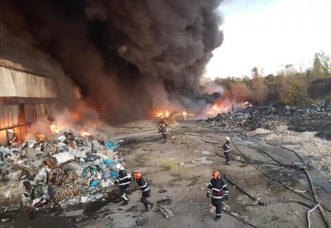 Incendiul din Mimiu nu a fost stins nici pana acum. Pompierii se lupta cu focul, de 70 de ore!