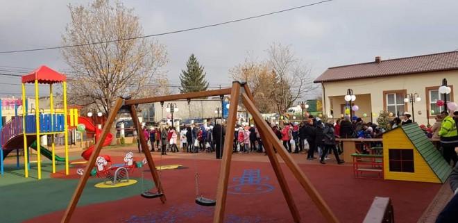 La Tomsani, Mos Nicolae a adus un loc de joaca pentru copii