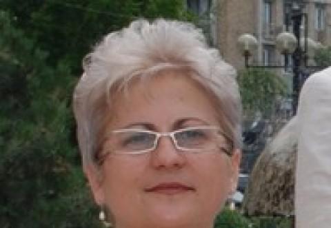 """Prinsa ca fumeaza in scoala directoarea Colegiului de Arte """"Carmen Sylva"""" Ploiesti se razbuna pe politistii locali"""