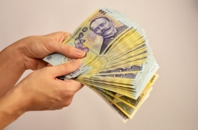Anul Nou 2019 aduce creşteri salariale pentru bugetari. Creşte şi salariul minim pe economie, la 2.350 lei