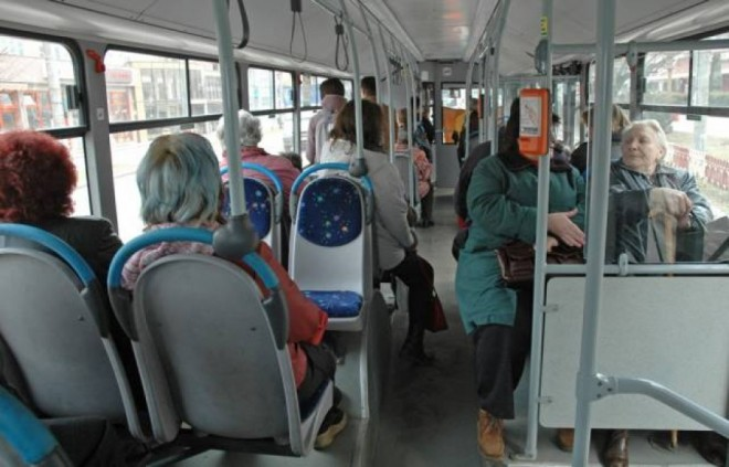 Pensionarii din Ploieşti cer majorarea plafonului de venituri de la care se acordă gratuitate la transportul în comun
