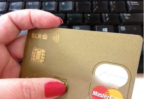 La Ploieşti, clienţi cu carduri blocate din cauza unor tranzacţii bancare frauduloase