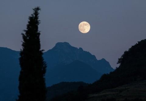 HOROSCOP. Eclipsă totală Luna plină sângerie. Vești ciudate pentru multe zodii! Taurii sunt bine în lumea lor interioară, Gemenii vor să spună ce gândesc