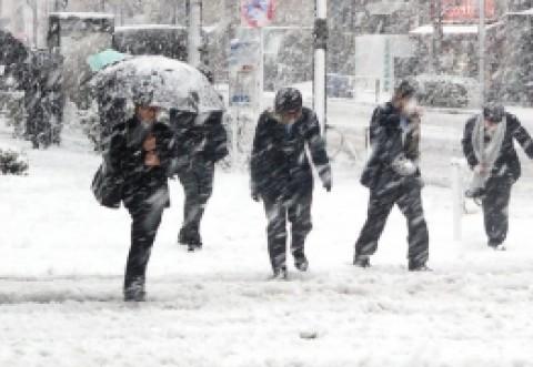 Vine vremea rece: de marți dimineață meteorologii au anunțat ninsori intense