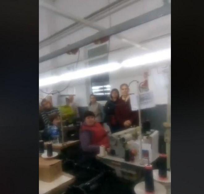 Continua greva angajatelor de la croitoria Fedex Design din Maneciu! Nu si-au primit salariile nici pana astazi