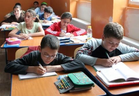 VESTE BUNĂ pentru elevi! Se acordă bani de la Guvern pentru rechizite școlare, manuale și echipament sportiv!