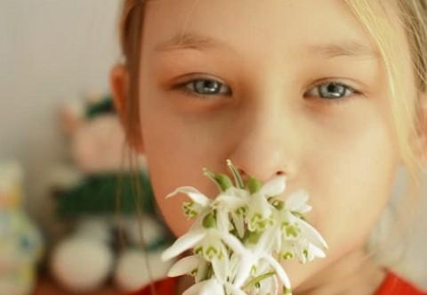 """Campanie anti-cadouri in scoala de 1 si 8 martie: """"Un ghiocel DA, cadouri NU!"""""""