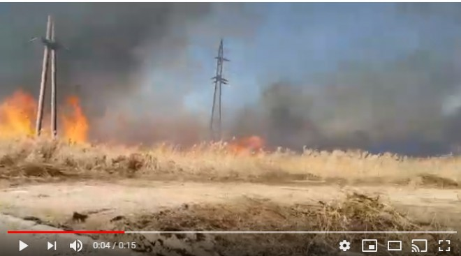 Incendii puternice in mai multe localitati din Prahova. Vantul ingreuneaza misiunea pompierilor