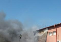 INCENDIU violent in Bariera Bucuresti. Focul s-a extins din cauza vantului