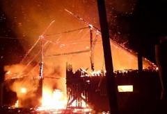 Mai multe animale au ars de vii, în noaptea de luni spre marți, la Târgșorul Vechi