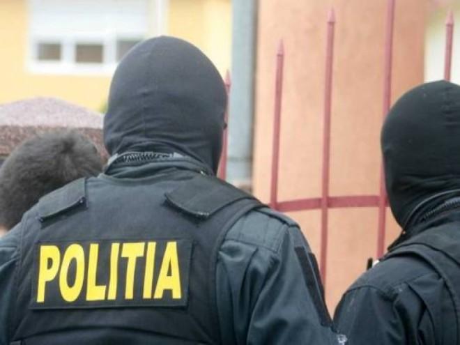 """Spargatori de locuinte din Ploiesti, """"calcati"""" de mascati. Perchezitii in aceasta dimineata la 8 suspecti"""
