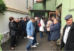 Exasperaţi de poluarea cu hidrogen sulfurat a oraşului, mai mulţi locuitori din Băicoi au solicitat ajutorul Gărzii de Mediu Prahova