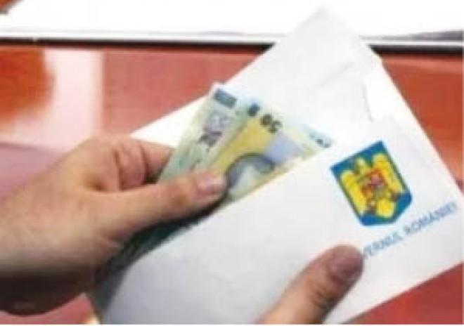Profesorii îşi vor primi banii obţinuţi în instanţă înainte de sărbători