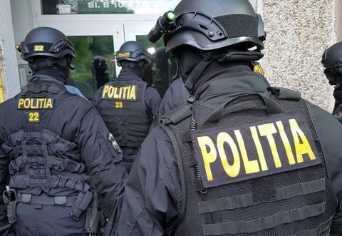 Hoti din locuinte din Galati, perchezitionati de politisti. Talharii actionau in Ploiesti