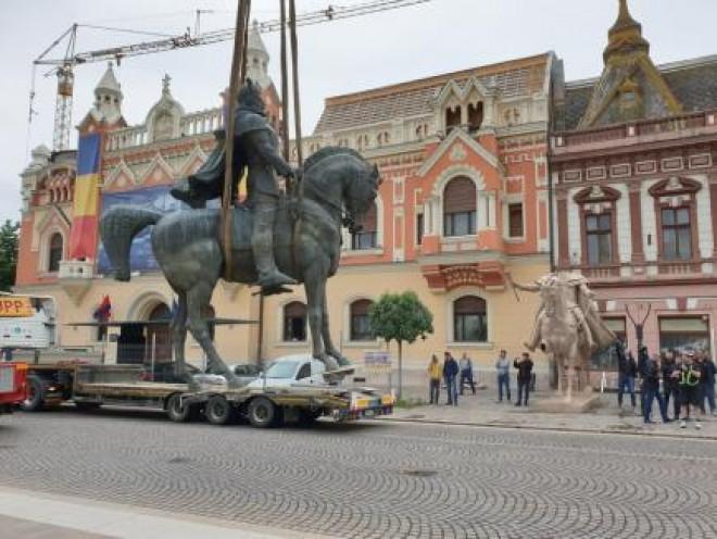 Se solicită intervenția Guvernului României pentru soluționarea situației privind îndepărtarea monumentului ecvestru al Domnitorului Mihai Viteazul din Piața Unirii din Oradea