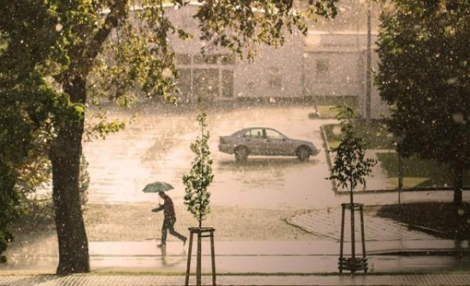 Veste proastă de la meteorologi! Nu scăpăm de vijelii, ploi puternice şi grindină