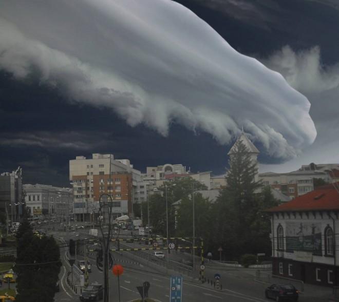 Anunț de ULTIMĂ ORĂ de la meteorologi - Vremea rea se DEZLĂNȚUIE la sosirea Papei în România