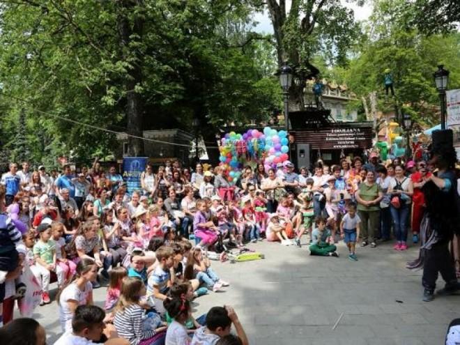 Restricții de trafic, în weekend, la Sinaia, pentru evenimentele organizate de Ziua Copilului. Programul acțiunilor de sâmbătă, 1 iunie