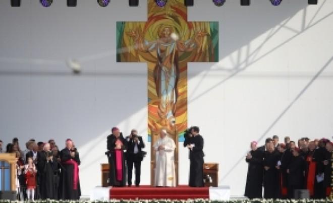 OFICIAL Rugăciunea 'Tatăl nostru' a fost SCHIMBATĂ: O sintagmă a fost înlocuită