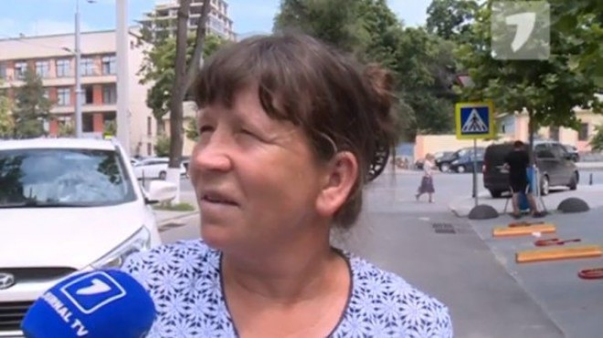 """Sinceritatea unei """"protestatare"""": Oamenii aduși organizat la proteste sunt plăţiţi cu 500 de lei"""