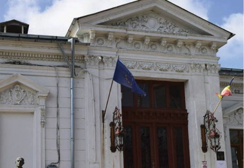 """Muzeul Județean de Științele Naturii Prahova a organizat ieri,  vernisajul expoziției """"Rafinăria Petrotel-Lukoil, 115 ani de istorie"""""""