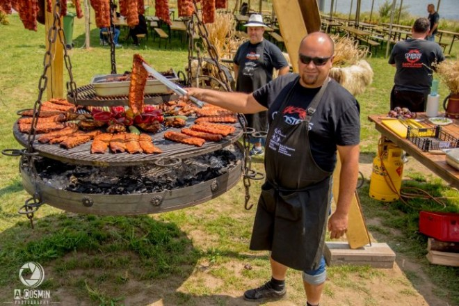 Primul Festival al Grătarelor din Prahova, organizat la Valea Doftanei, langa barajul Paltinu