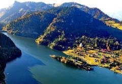 """Noul Paradis Românesc. Staţiunea din munţi cu plaje artificiale la 900 de metri altitudine care a fost numita """"Marea de la Munte"""""""