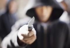 Ploieștean reținut pentru că amenința cu un cuțit clienții unui supermarket din Mihai Bravu