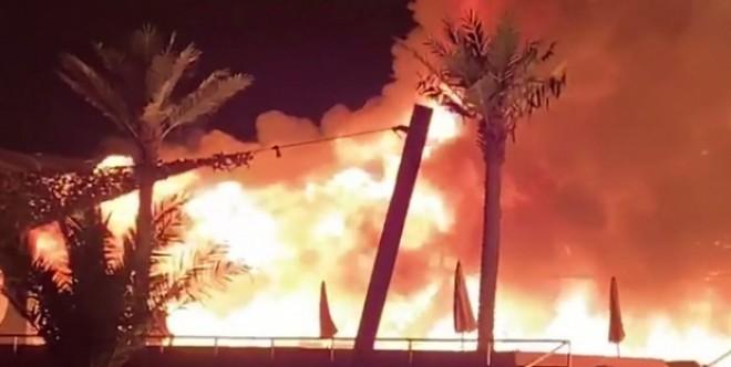 Clubul Bamboo din Mamaia s-a facut scrum. Un incendiu a mistuit cladirea timp de 5 ore