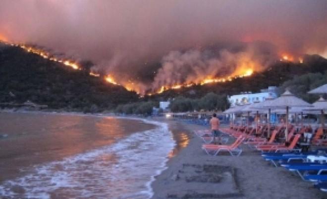 Sute de români sunt BLOCAȚI în Grecia, din cauza incendiilor: feriboturile s-au stricat
