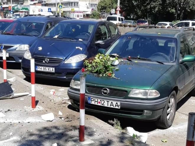 Scandal in Bariera Bucuresti. O femeie a aruncat de la etajul 8 cu ghivece si alte obiecte din casa, pe masinile parcate la trotuar