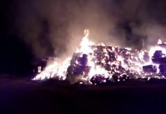 VIDEO cutremurator! O fermă din Prahova, sub flăcări. Au ars 100 tone de baloți din paie