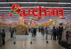 Un tavan fals s-a prabusit in magazinul Auchan Ploiesti. Un casier a fost ranit