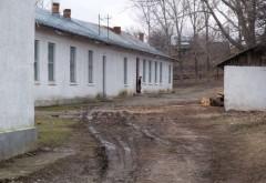 Toaletă ecologică prea aproape de grădiniţă, în Prahova. Copiii nu pot începe anul şcolar acolo / Mai multe şcoli au rămas fără autorizaţie sanitară