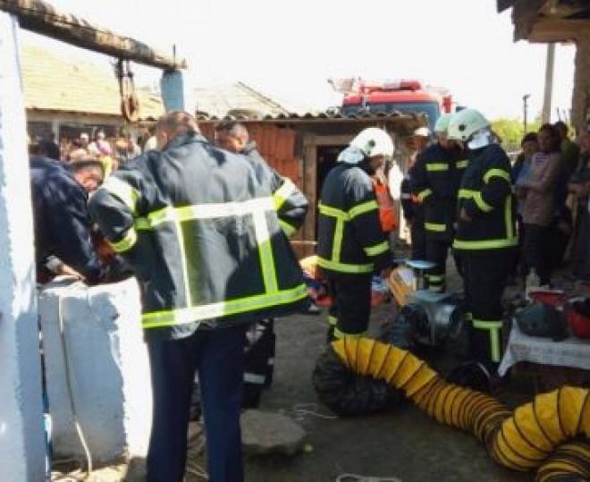 Un barbat a cazut intr-un put, la Boldesti Scaeni. Interventie dificila a pompierilor