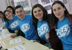 Elevii romani pot studia un an in liceele din SUA, cazati in gazda. S-au deschis înscrierile pentru bursele FLEX 2020-2021
