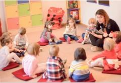 S-a zis cu opționalele plătite de părinți! Din acest an, în grădinițe mai pot preda DOAR EDUCATOARELE