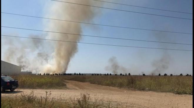 Apel ISU Prahova: incendiile de vegetație uscată se pot propaga la gospodăriile populației, punând în pericol viața și bunurile cetățenilor! Luni, 4 hectare au ars